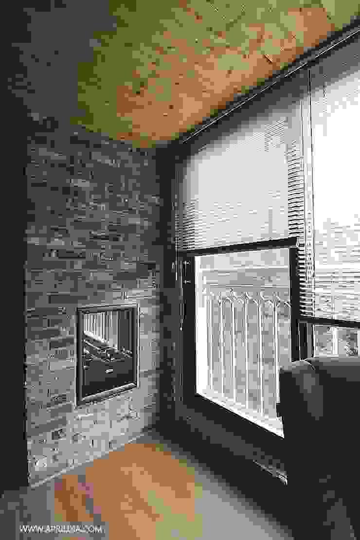복수동 초록마을 34PY 아파트 모던스타일 발코니, 베란다 & 테라스 by 에이프릴디아 모던