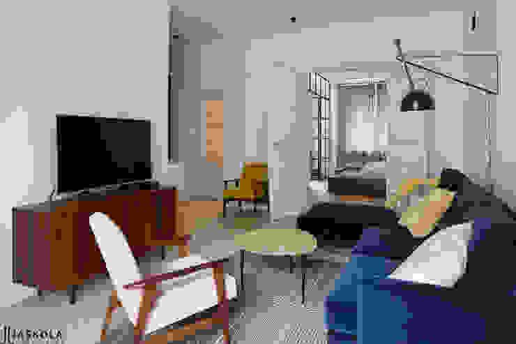 JJJASKOLA ARCHITEKCI Eclectic style living room