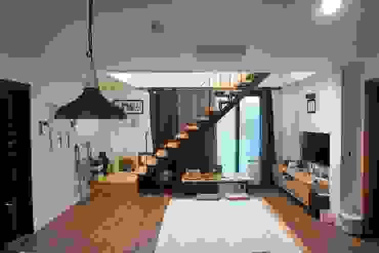 1층 거실 모던스타일 거실 by 건축그룹 [tam] 모던 금속