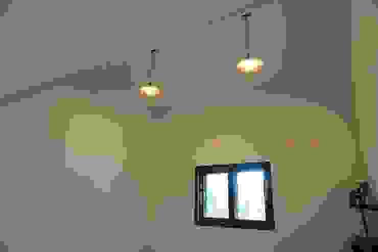 2층 침실 모던스타일 미디어 룸 by 건축그룹 [tam] 모던 금속