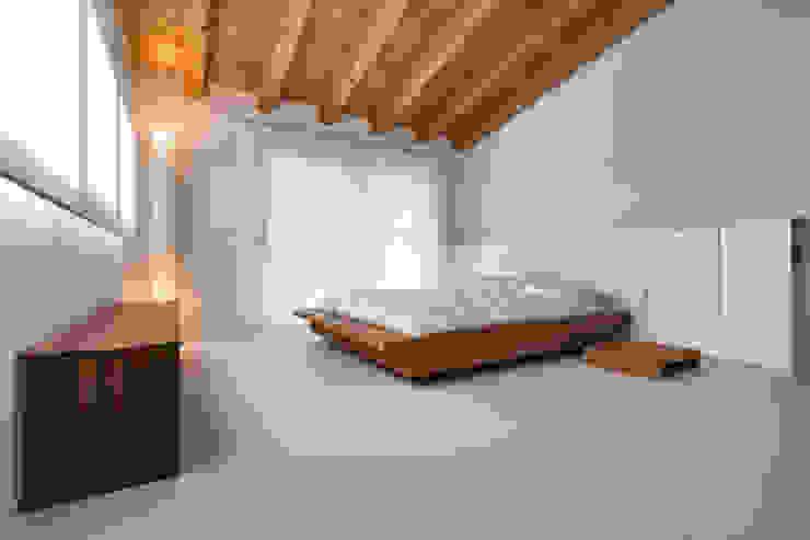 Casa GB Camera da letto moderna di Elia Falaschi Fotografo Moderno
