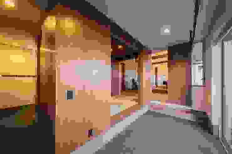 One(オネ) モダンスタイルの 玄関&廊下&階段 の Ju Design 建築設計室 モダン