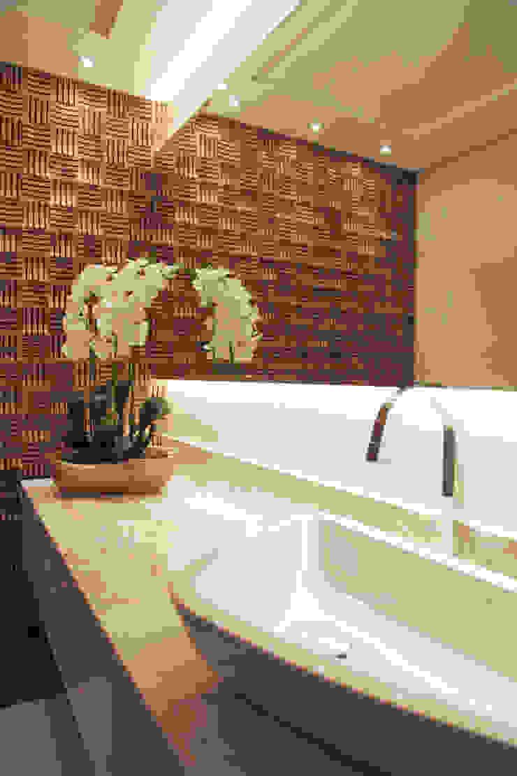 Suelen Kuss Arquitetura e Interiores Rustic style bathroom Marble Beige