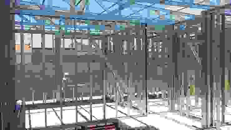 Estrutura interior - Fechamento paredes Casas modernas por Engenharia expressa Moderno Ferro/Aço