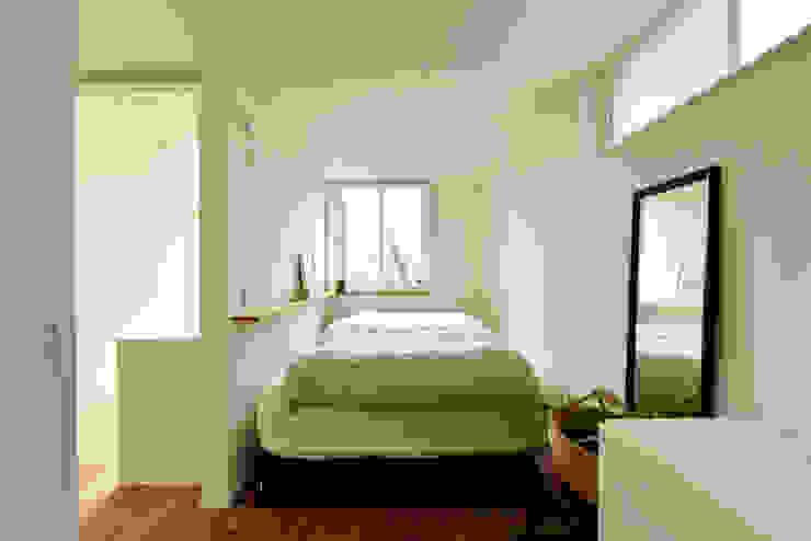 必要最低限の寝室空間 モダンスタイルの寝室 の タイコーアーキテクト モダン