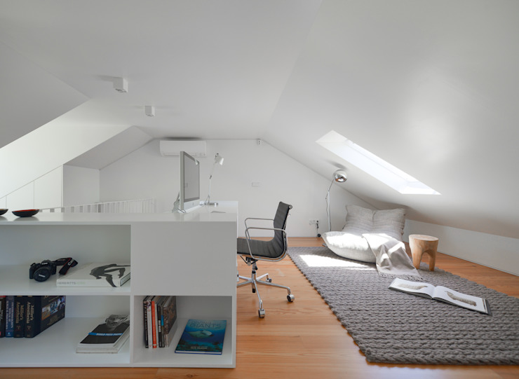 Juno's House Minimalst style study/office by Mónica Parreira Design Interiores Minimalist