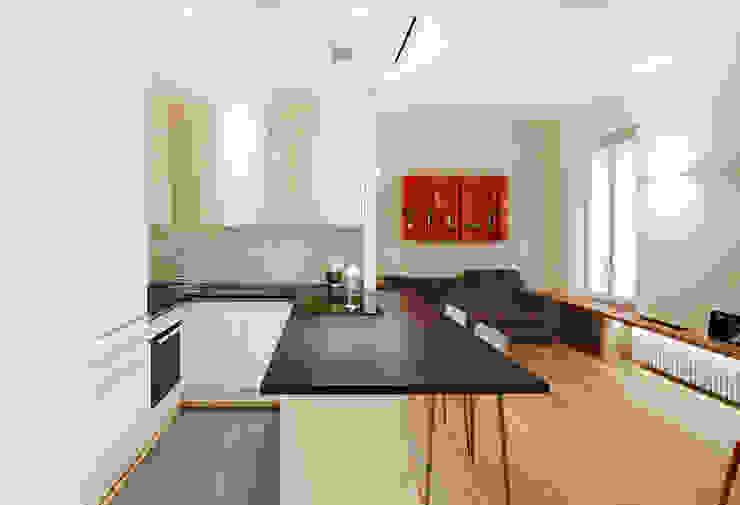 Cucina di Filippo Colombetti, Architetto Minimalista Legno Effetto legno