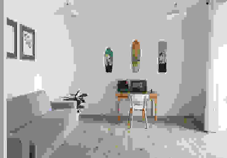 Lo studio Filippo Colombetti, Architetto Studio in stile scandinavo Bianco