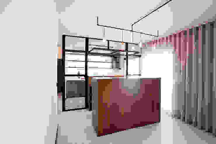 Apartamento EL.P - Remodelação A2OFFICE Salas de estar industriais