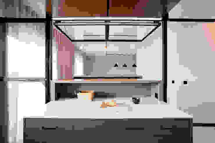 Apartamento EL.P - Remodelação A2OFFICE Armários de cozinha