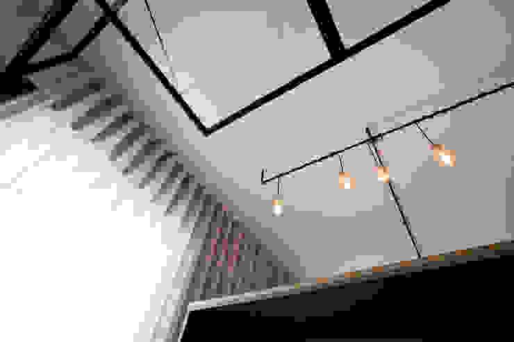 Apartamento EL.P - Remodelação A2OFFICE Sala de estarIluminação