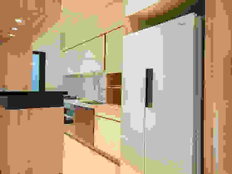 員林江公館 現代廚房設計點子、靈感&圖片 根據 築本國際設計有限公司 現代風
