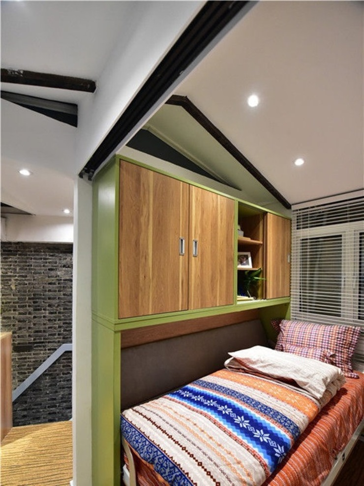 Một căn phòng nhỏ được bố trí dành riêng cho bé. Phòng ngủ phong cách châu Á bởi Công ty TNHH TK XD Song Phát Châu Á Đồng / Đồng / Đồng thau