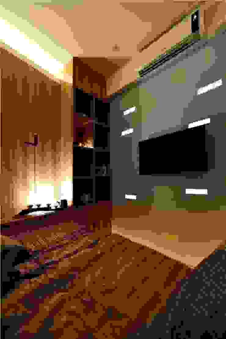 Sự thoải mái tiện nghi trong căn phòng sau cải tạo. Phòng ngủ phong cách châu Á bởi Công ty TNHH TK XD Song Phát Châu Á Đồng / Đồng / Đồng thau