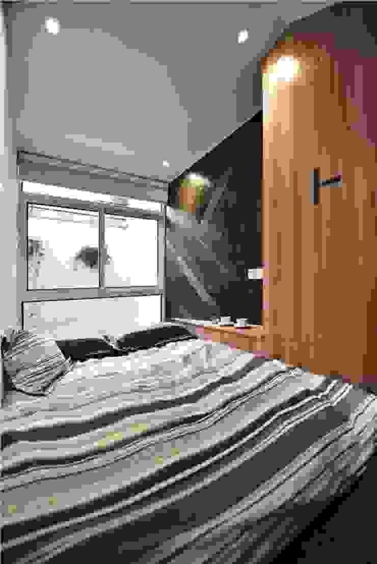 Không gian nghỉ ngơi ngăn nắp sạch sẽ dành cho ông bà. Phòng ngủ phong cách châu Á bởi Công ty TNHH TK XD Song Phát Châu Á Đồng / Đồng / Đồng thau