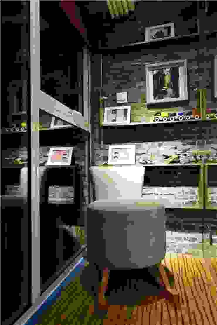 和風デザインの リビング の Công ty TNHH TK XD Song Phát 和風 銅/ブロンズ/真鍮
