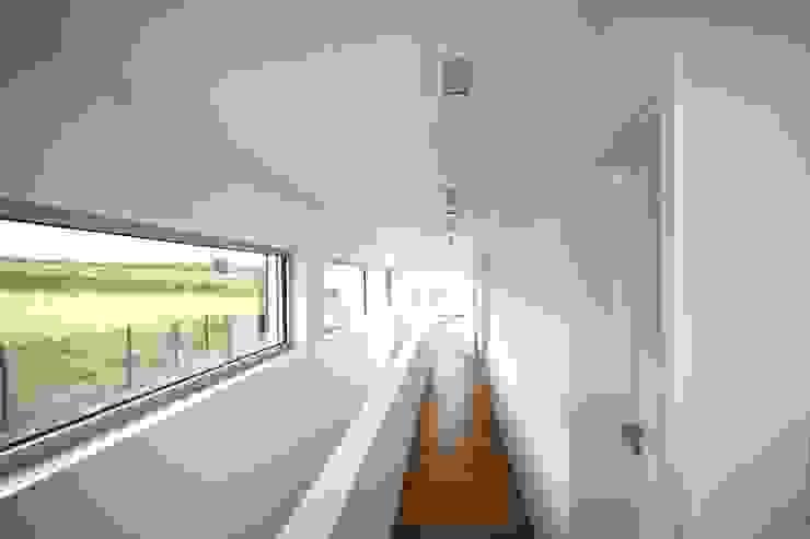 GERBER Ingenieure GmbH Modern corridor, hallway & stairs