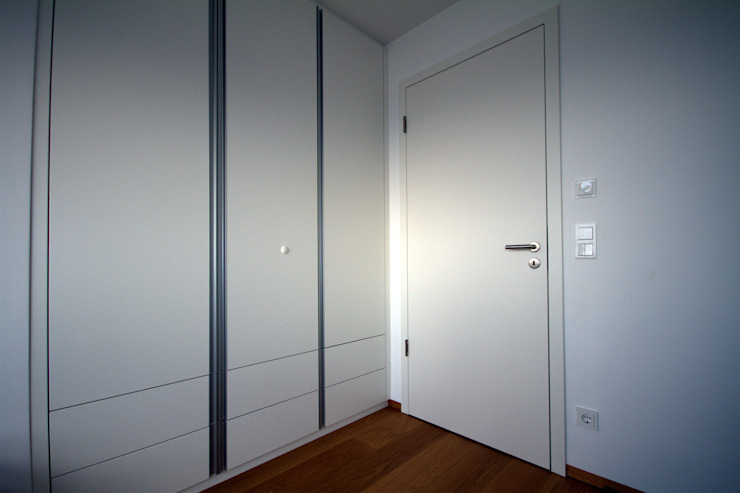 Modern style dressing rooms by GERBER Ingenieure GmbH Modern