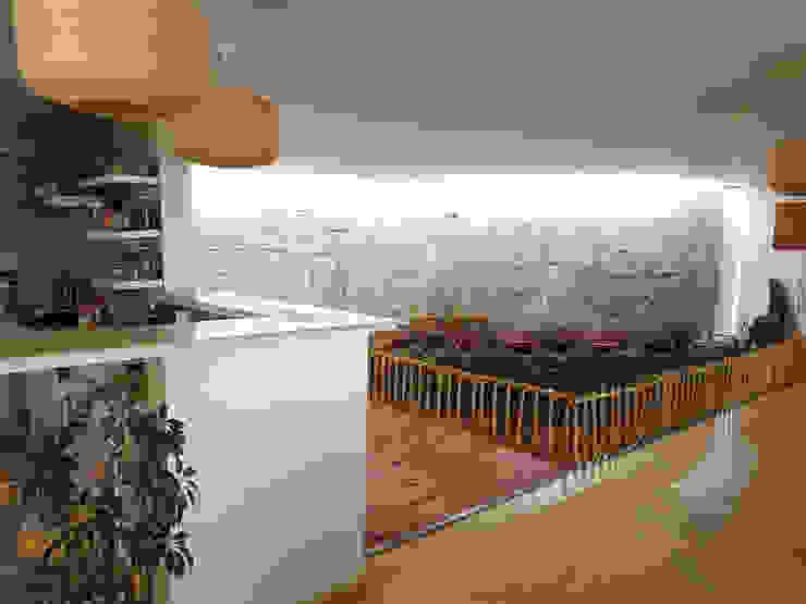 CASA DE LA PIEDRA CHIU-CHIU, II REGIÓN DE ANTOFAGASTA de RH+ ARQUITECTOS Moderno Cuarzo