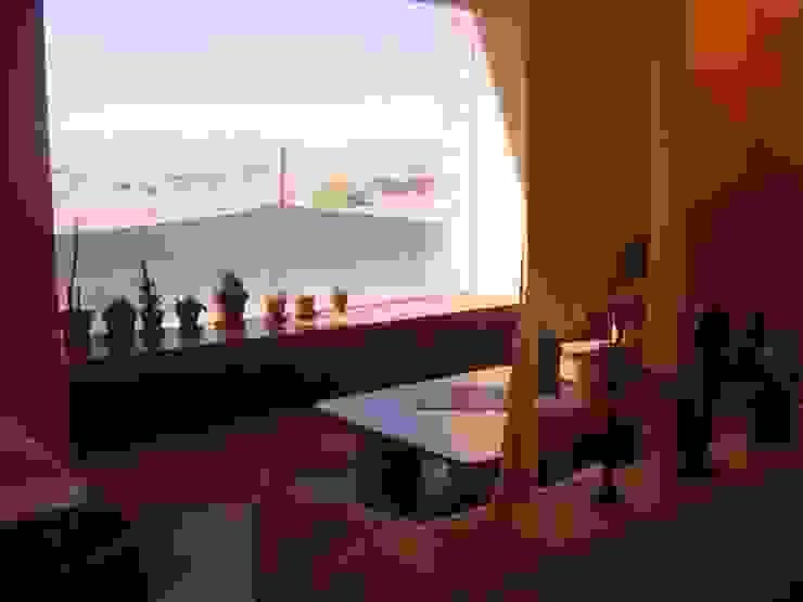 MURTRA SANTA MARÍA DEL SILENCIO | CHIU-CHIU | REGIÓN DE ANTOFAGASTA | CHILE Livings de estilo moderno de RH+ ARQUITECTOS Moderno Concreto