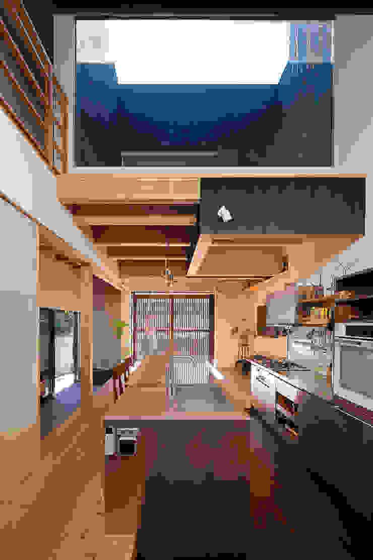 根來宏典建築研究所 ห้องครัว โลหะ Metallic/Silver