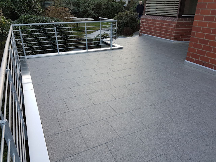 Terrassenbau in Bielefeld Dachdeckermeisterbetrieb Dirk Lange Moderner Balkon, Veranda & Terrasse