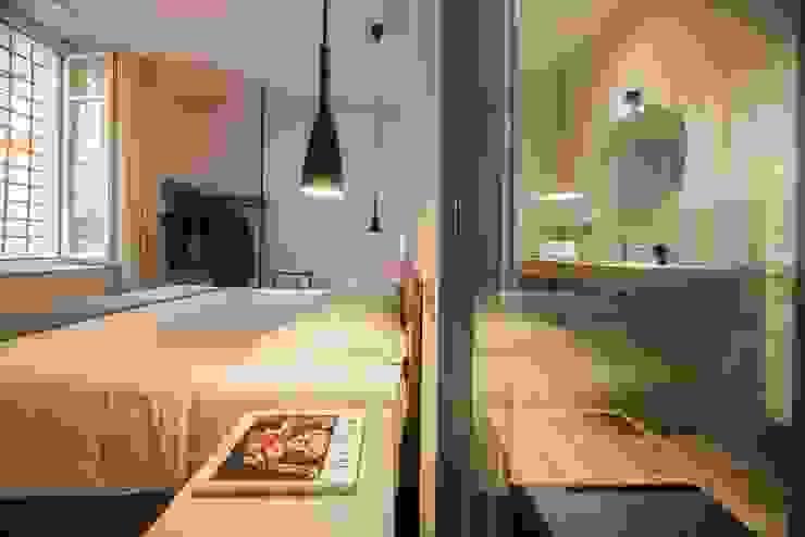 CAMERA DA LETTO: Camera da letto in stile  di PADIGLIONE B,