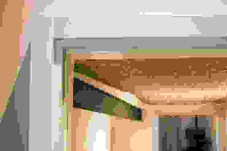 SOTTOSCALA: Ingresso & Corridoio in stile  di PADIGLIONE B,