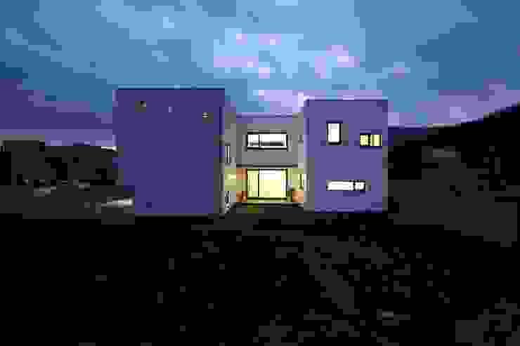 Modern home by 인문학적인집짓기 Modern
