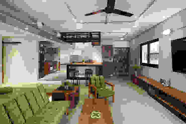 高雄衛武營公寓住宅 - 開放式客廳 根據 森畊空間設計 工業風 金屬