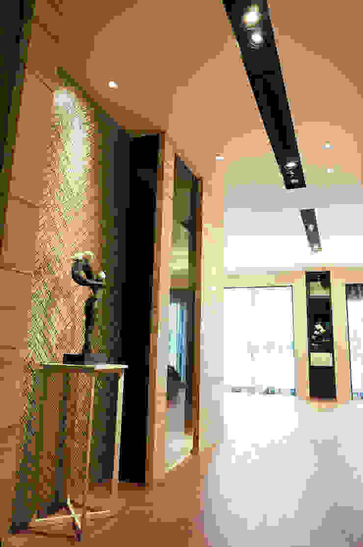 住宅設計 / 魏公館 隨意取材風玄關、階梯與走廊 根據 沐築空間設計 隨意取材風