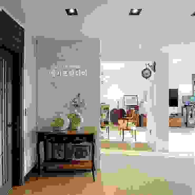 부여 석동리 전원주택 / 1F 컨트리스타일 거실 by 에이프릴디아 컨트리