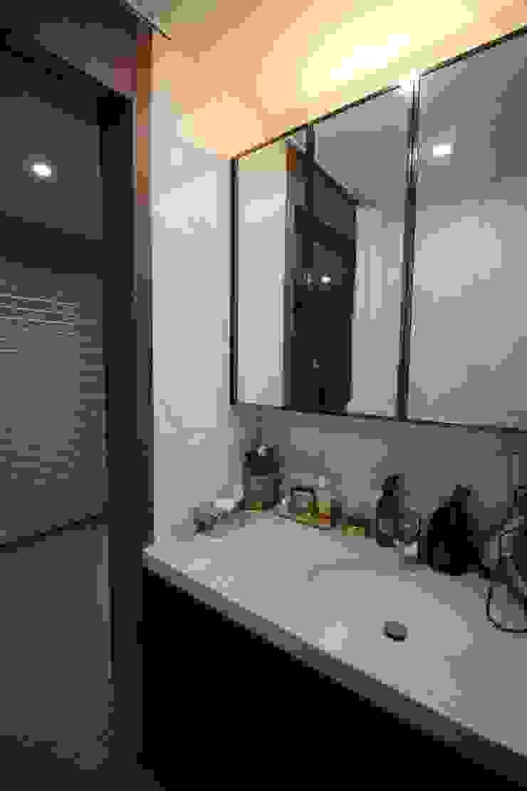 ③부여 석동리 전원주택 2F 컨트리스타일 욕실 by 에이프릴디아 컨트리