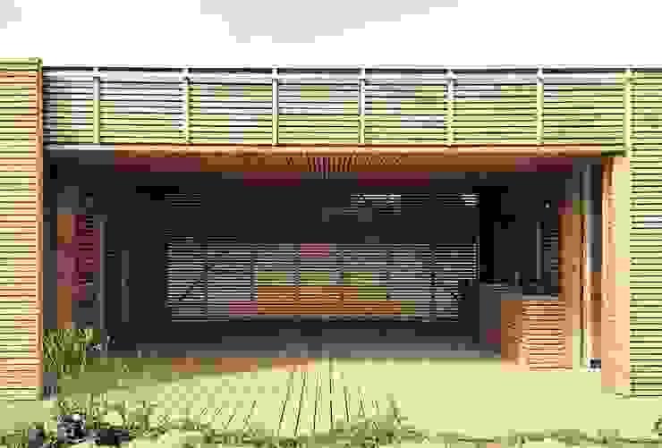 Terrasse de style  par homify, Moderne Bois Effet bois