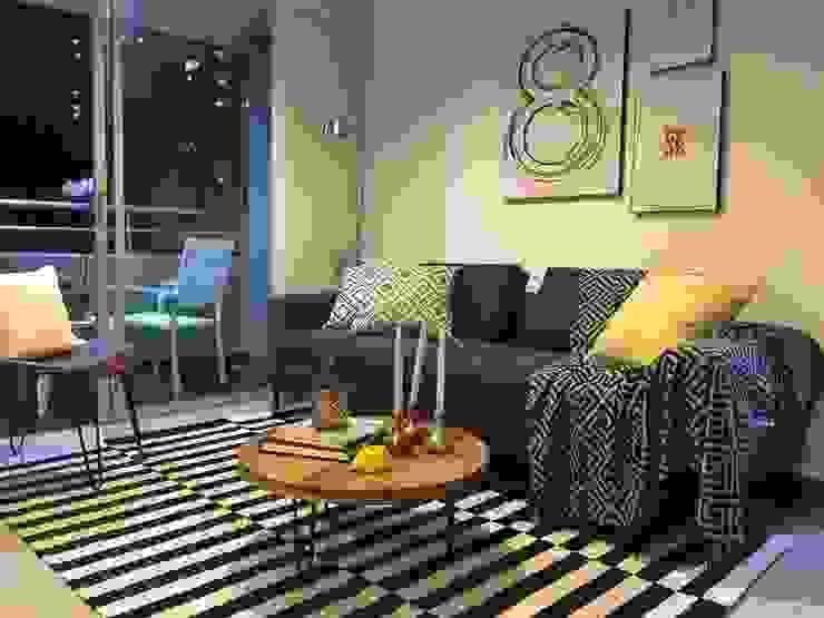 Sala con toques rusticos y color de base gris : Salones de estilo  por Maria Mentira Studio,