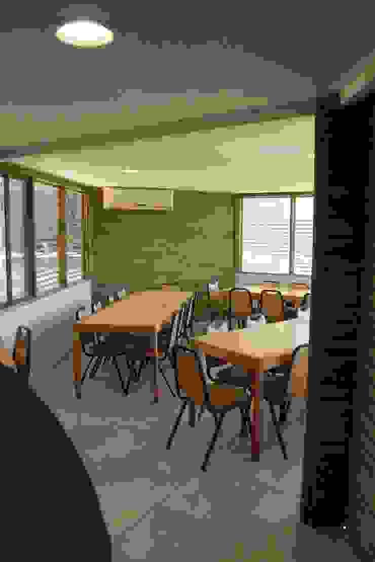 by IDEAfactory Modern Wood Wood effect