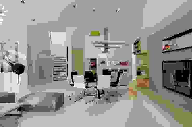 Đồ nội thất trong ngôi nhà đều được lựa chọn phù hợp với tuổi của gia chủ. Phòng ăn phong cách hiện đại bởi Công ty TNHH TK XD Song Phát Hiện đại Đồng / Đồng / Đồng thau