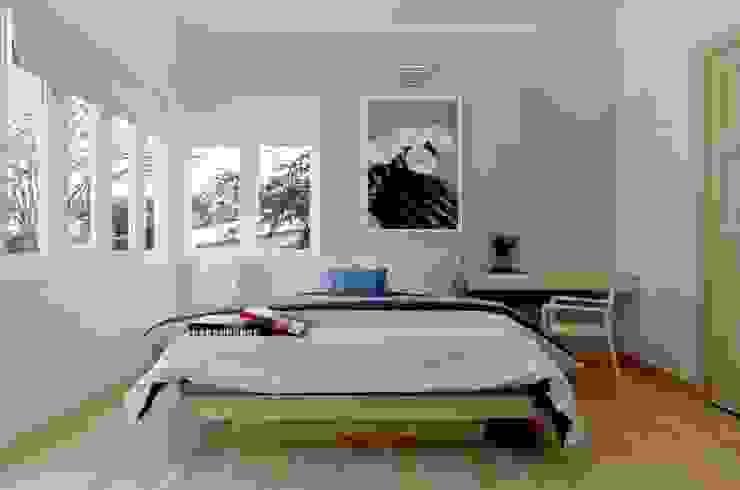 Phòng ngủ dành cho khách của gia đình với đầy đủ tiện nghi. Phòng ngủ phong cách hiện đại bởi Công ty TNHH TK XD Song Phát Hiện đại Đồng / Đồng / Đồng thau