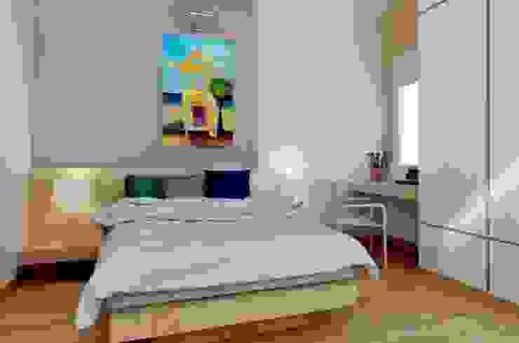 Một bức tranh đầy màu sắc sẽ mang lại cảm hứng vui tươi cho con trẻ. Phòng ngủ phong cách hiện đại bởi Công ty TNHH TK XD Song Phát Hiện đại Đồng / Đồng / Đồng thau