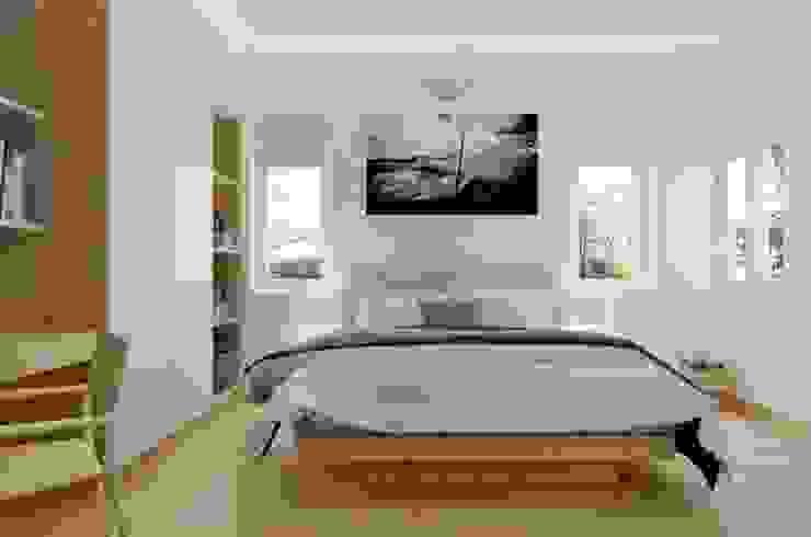 Phòng ngủ của bố mẹ. Phòng ngủ phong cách hiện đại bởi Công ty TNHH TK XD Song Phát Hiện đại Đồng / Đồng / Đồng thau