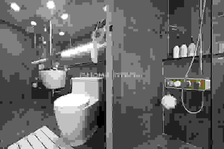 Baños modernos de 이즈홈 Moderno