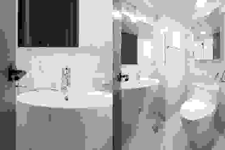 Salle de bain moderne par 이즈홈 Moderne
