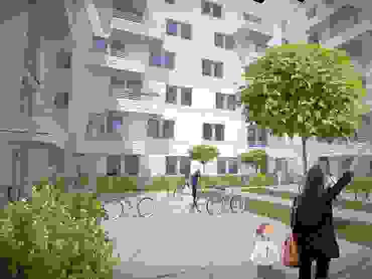 Wohnen am Leopoldplatz // Höfe designyougo - architects and designers Mehrfamilienhaus Stahlbeton Weiß