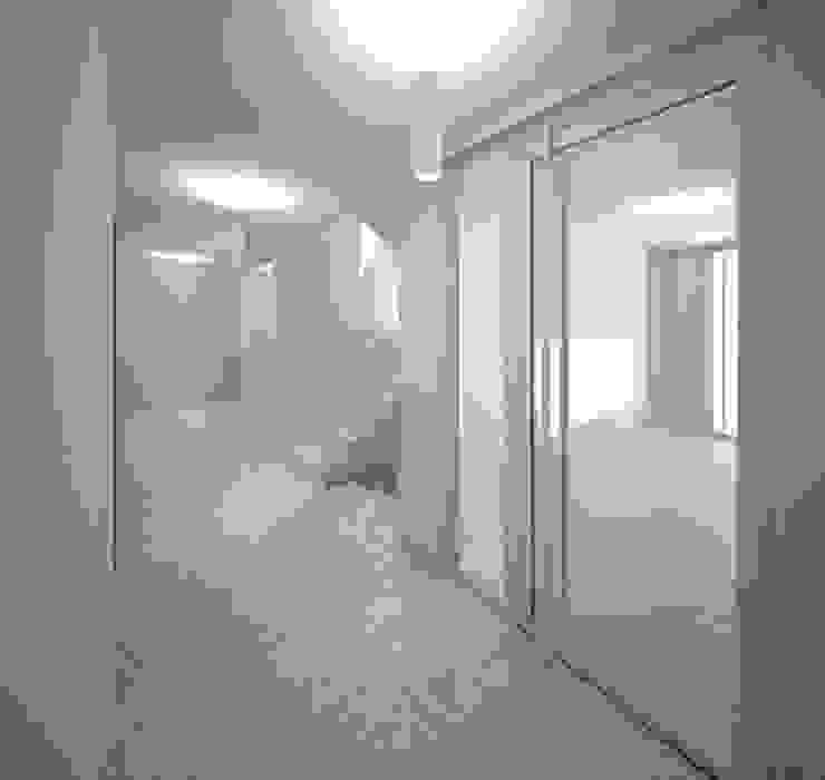 Wohnen am Leopoldplatz // Treppenraum designyougo - architects and designers Moderner Flur, Diele & Treppenhaus Stahlbeton Grau