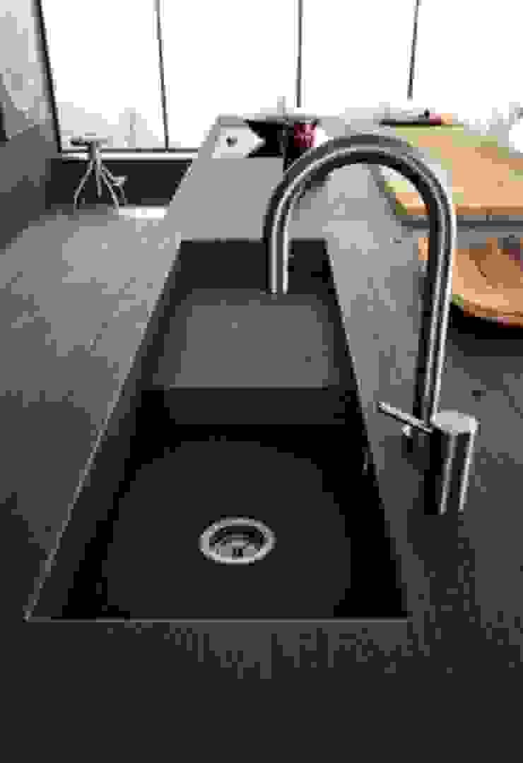 Felipe Lara & Cía Built-in kitchens Granite Black