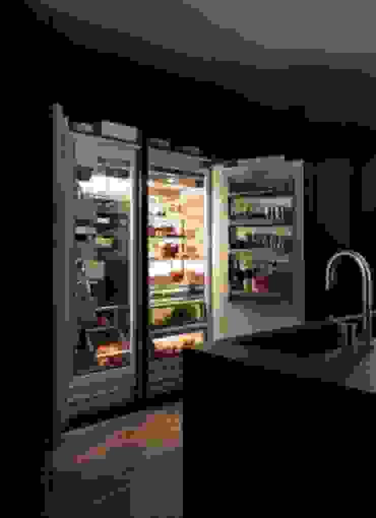 Felipe Lara & Cía Kitchen units Wood Black
