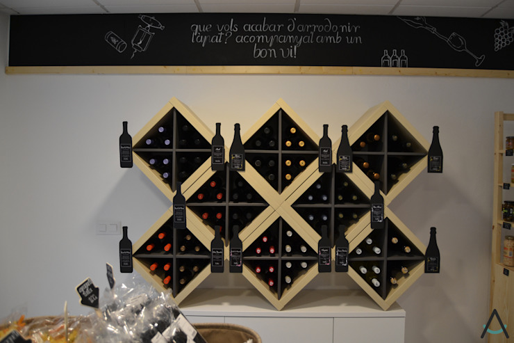 Espaços de restauração rústicos por Estudi Aura, decoradores y diseñadores de interiores en Barcelona Rústico Madeira Acabamento em madeira