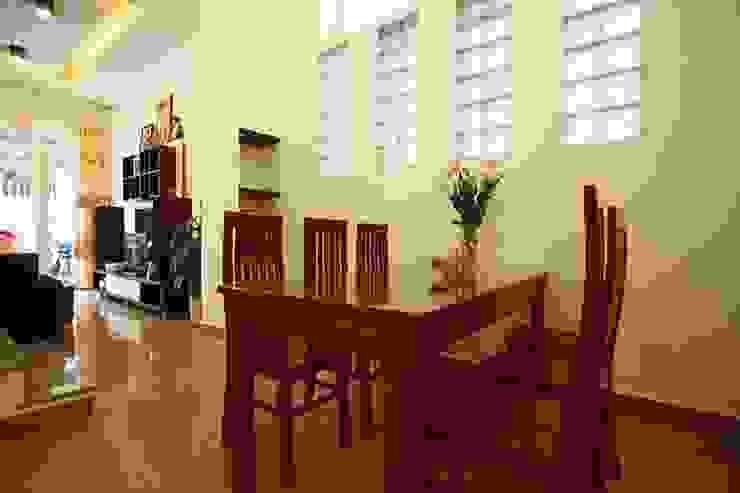 Thiết Kế Nhà Ống 3 Tầng Có Vườn Rau Trên Sân Thượng Phòng ăn phong cách hiện đại bởi Công ty TNHH Xây Dựng TM – DV Song Phát Hiện đại