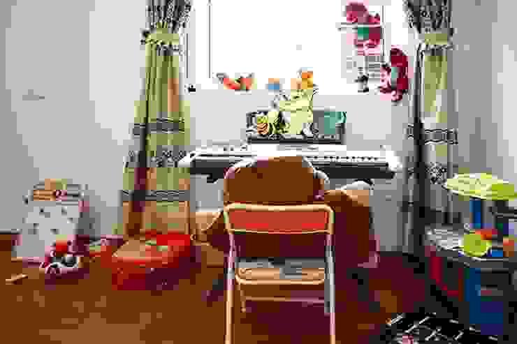 Thiết Kế Nhà Ống 3 Tầng Có Vườn Rau Trên Sân Thượng Phòng ngủ phong cách hiện đại bởi Công ty TNHH Xây Dựng TM – DV Song Phát Hiện đại