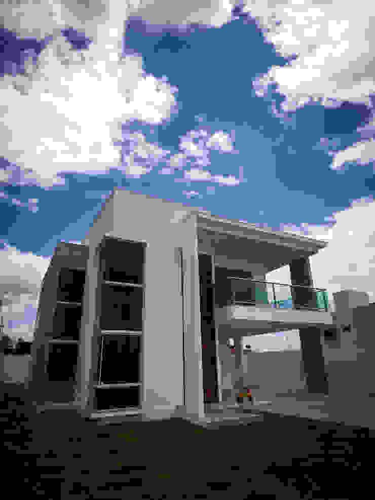 от Renato Medeiros Arquitetura Модерн Кирпичи